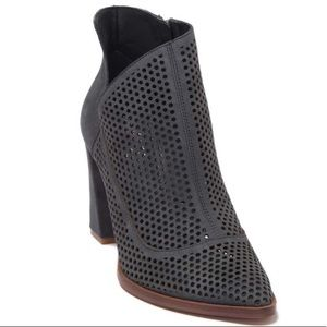 Vince Camuto Levesna Perf Bootie 7.5
